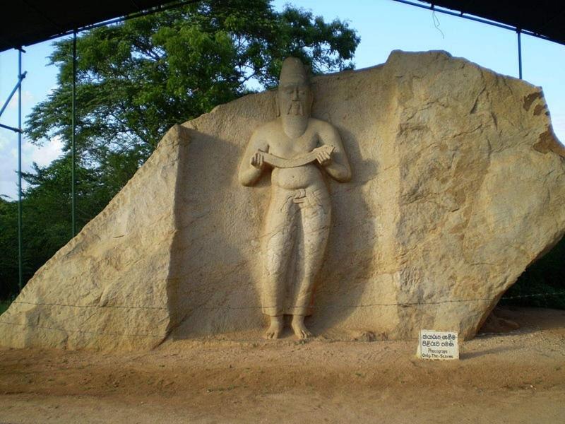 2 Weeks Tour Parakkramabahu Statue
