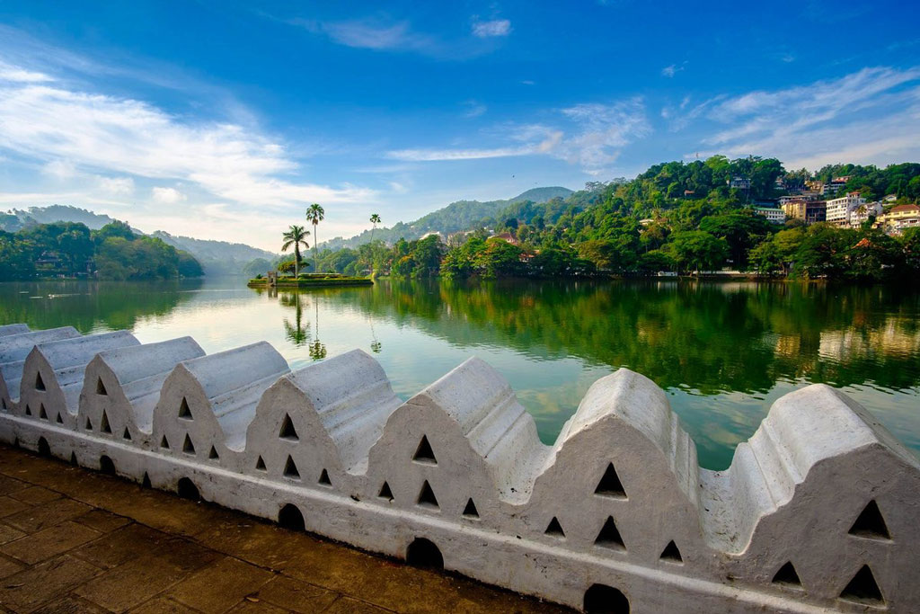 2 Weeks Holidays Kandy Lake